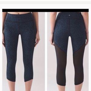 Lululemon Slanted Hem Crop w/Mesh Back Size 2